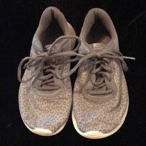 Nike girls' tennis shoes